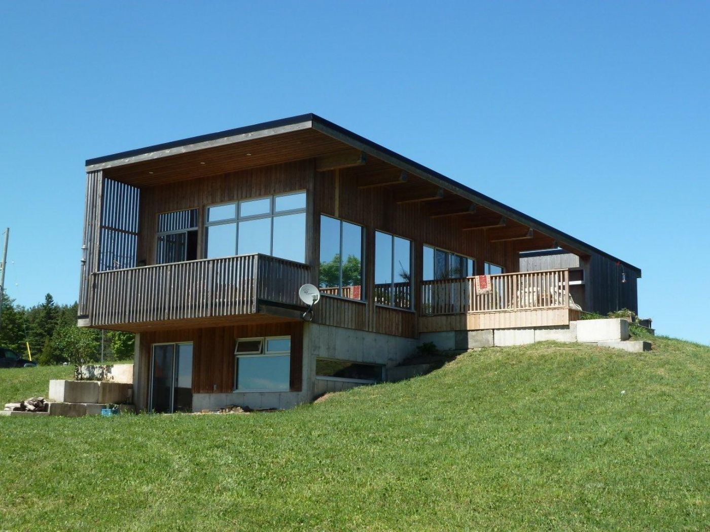 Modernist design caledon country homes luxury real estate for Big modern houses for sale