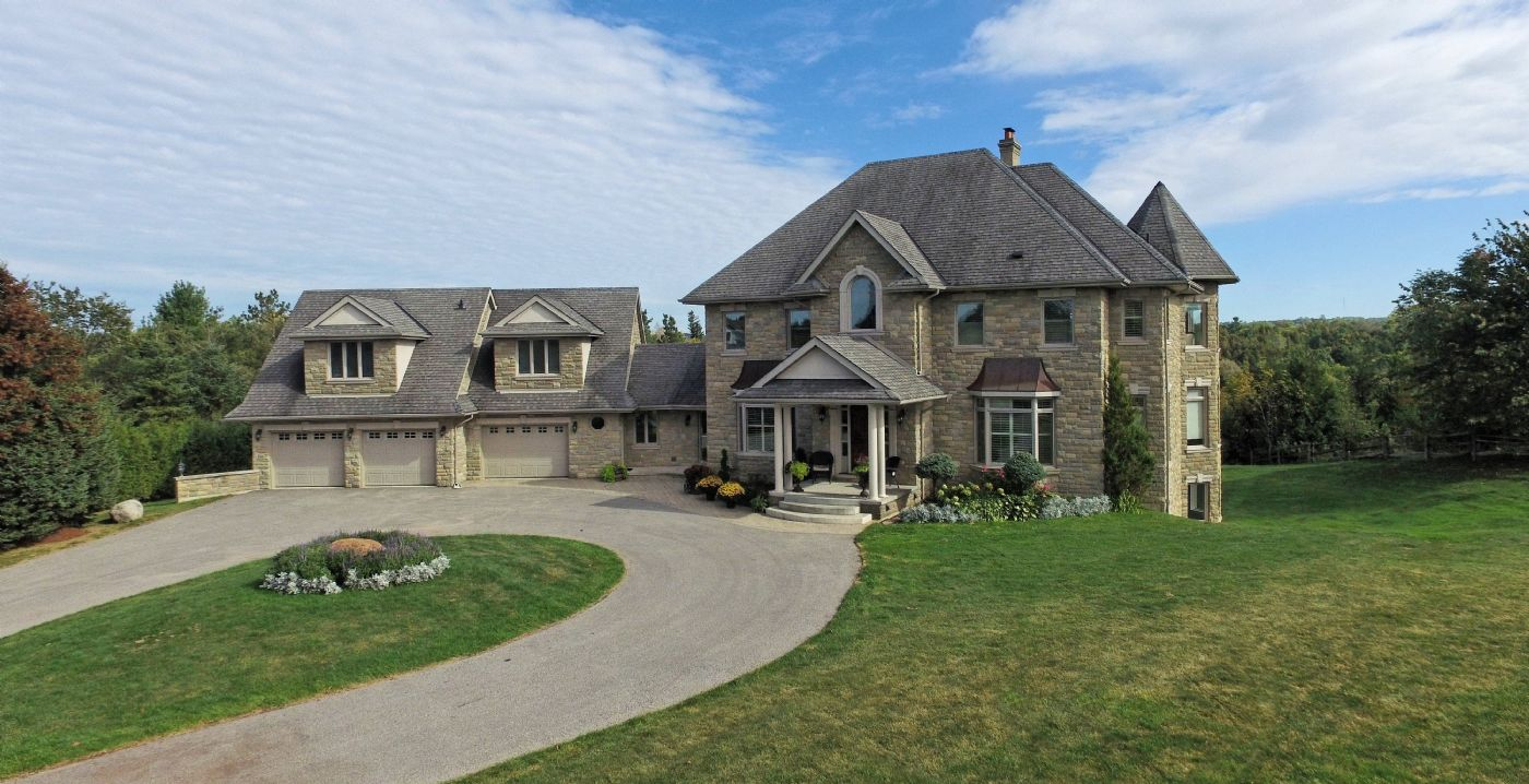Overlooking kettleby village caledon country homes luxury for Luxury country homes